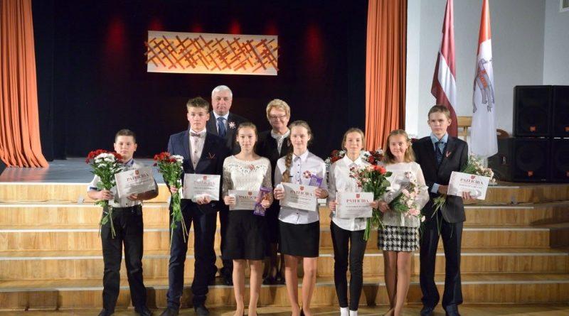 Izglītības iestāžu Goda dienā sumināja labākos novada skolēnus